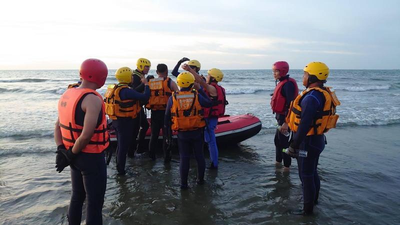 雷姓女子的遺體於今天下午尋獲,由海巡人員運送回來。(讀者提供)