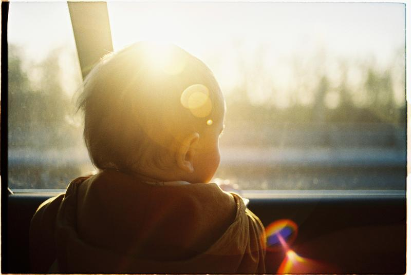 桃園一對夫妻將5個月大男嬰獨留車上,男嬰翻身摔落窒息。示意圖,非當事男嬰。(攝影師:Anastasia Shuraeva,連結:Pexels)
