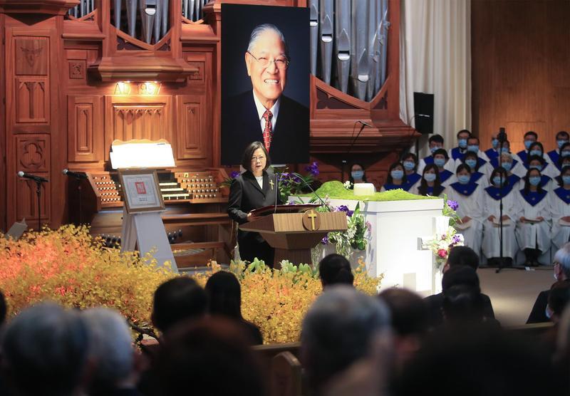 蔡英文出席李前總統追思告別禮拜,代表台灣人民感謝李前總統。(中央社)