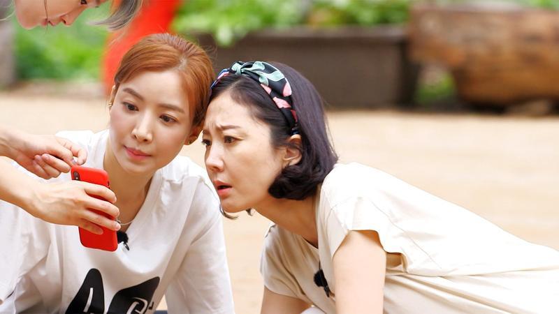 尹世雅(左)與廉晶雅(右)在《一日三餐》展現傻萌的一面。(東森戲劇台提供)