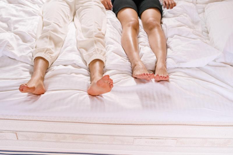 英國一名男子發現自己的麻吉,竟然與母親「有一腿」,情緒失控跑到老友家大搞破壞。(示意圖,Pexels)
