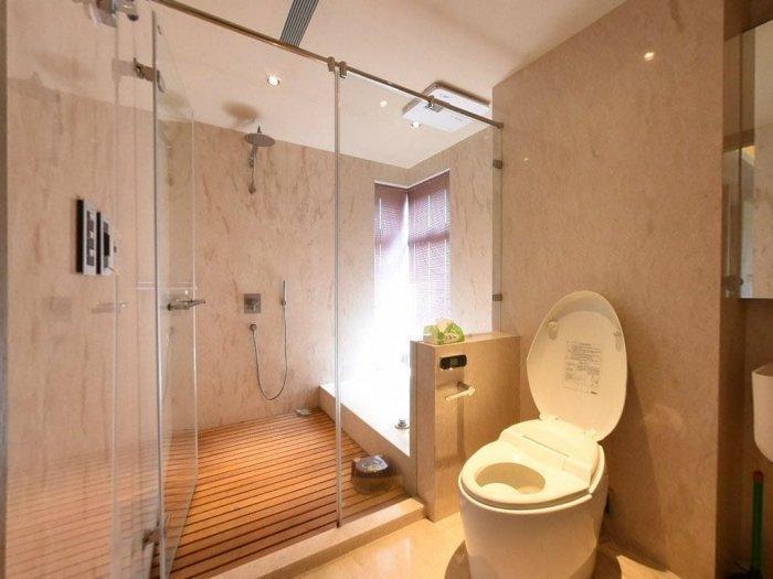 在大S賣掉的房子裡,衛浴走暖調舒服風。(翻攝自Dcard)