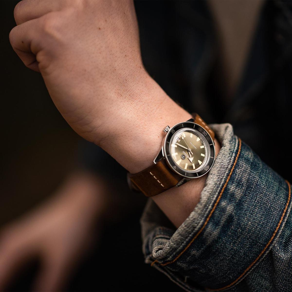 雷達「庫克船長」37mm錶款,相對小的錶徑,戴在手腕上復古味道十足,非常有感覺。