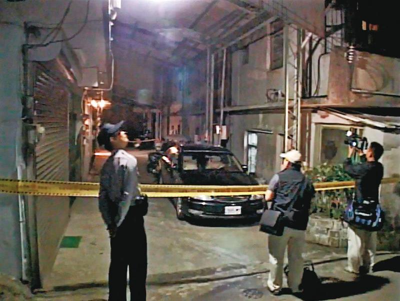 警方喬裝成棄屍幫手,順利逮捕凶手,並封鎖現場進行採證。(東森新聞提供)
