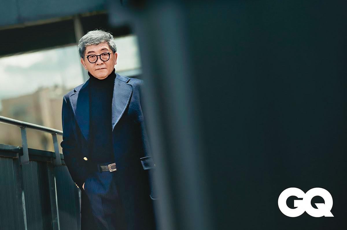 因防疫爆紅的陳時中,是台北市長熱門人選之一,還登上時尚雜誌《GQ》九月封面人物。(GQ TAIWAN雜誌提供)