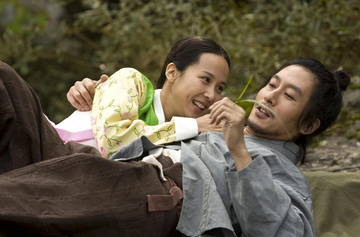 《寄生上流》富媽媽趙汝珍在《情慾對決》中周旋於主僕二人間,是趙汝珍從影以來最突破的作品。(車庫娛樂)