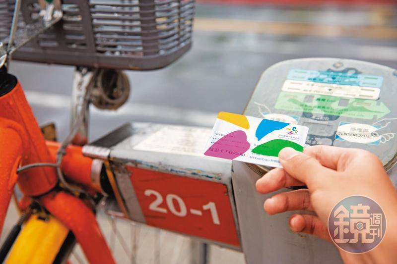 YouBike車柱程式由中國北京科技公司研發,資安管理若未做好,不禁讓人擔心是否連持悠遊卡借車時都可能個資外洩。