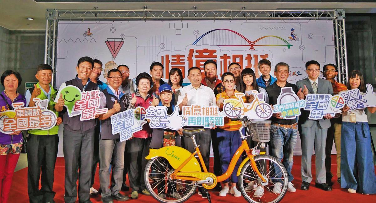 台北市政府推動YouBike2.0計畫,但前後2款車輛及車柱規格無法相容,連新北市長侯友宜都痛批浪費公帑。(翻攝自YouBike大台北粉絲團)
