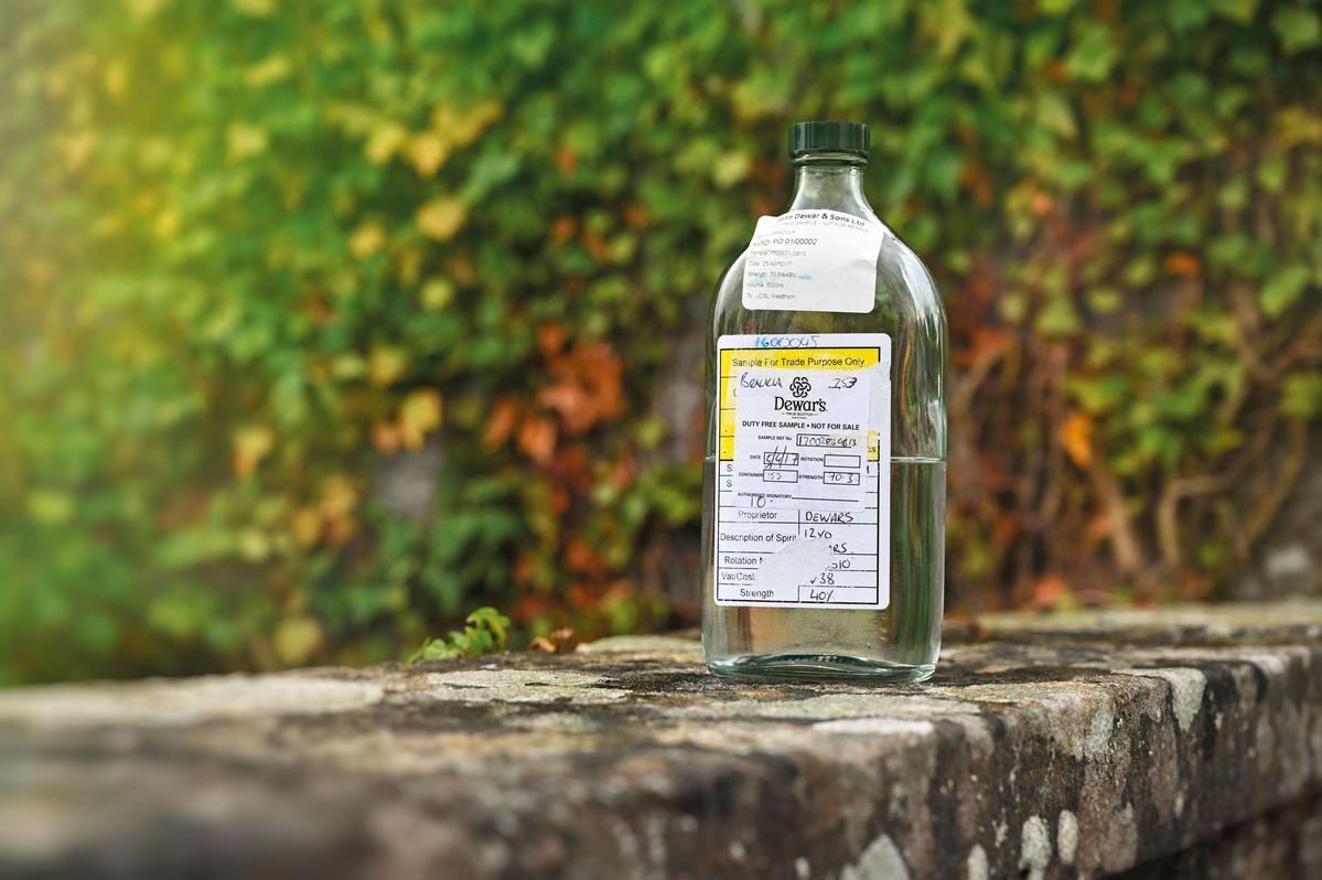 品嘗尚未入桶、酒精度70.3%的新酒相當令人興奮,皇家柏克萊的基調就是絲綢般滑順口感與果香味。