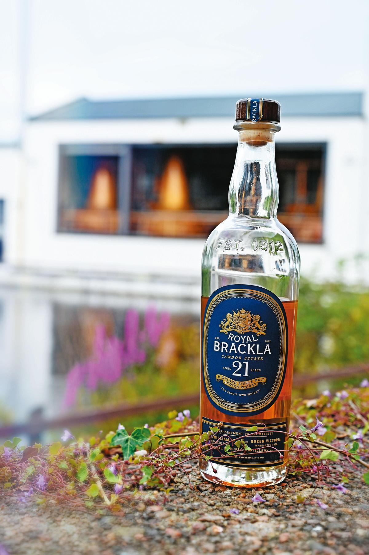 品嘗「王者之飲」皇家柏克萊21年單一麥芽蘇格蘭威士忌,是種難忘的經驗,果香與辛香完美融合。