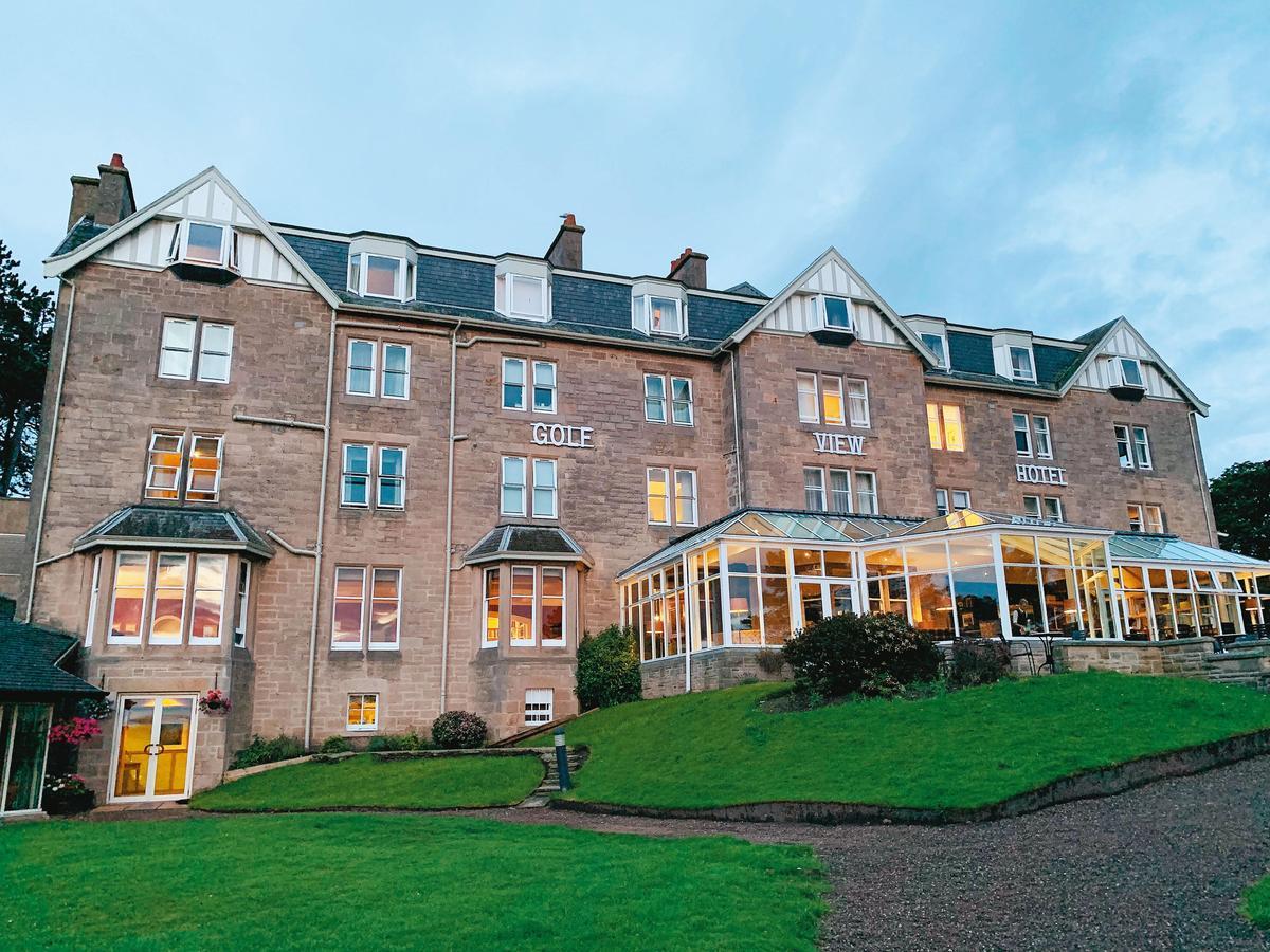 Golf View Hotel是這區最頂級的飯店之一,房間與餐廳都能看到無敵海景。