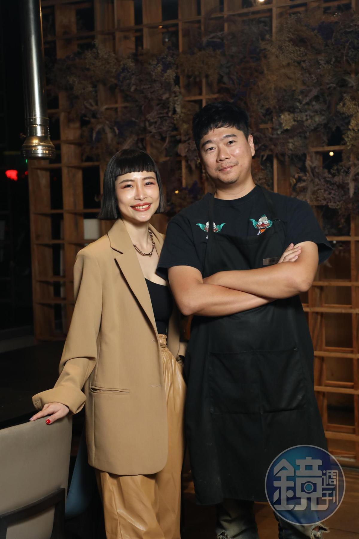 在嘉義生活超過30年的陳俊閣(右)、曹瑞儀(左),是日式燒肉店「燒肉觀止」的經營者,這回請他們帶路,推薦在地人會吃的美食。