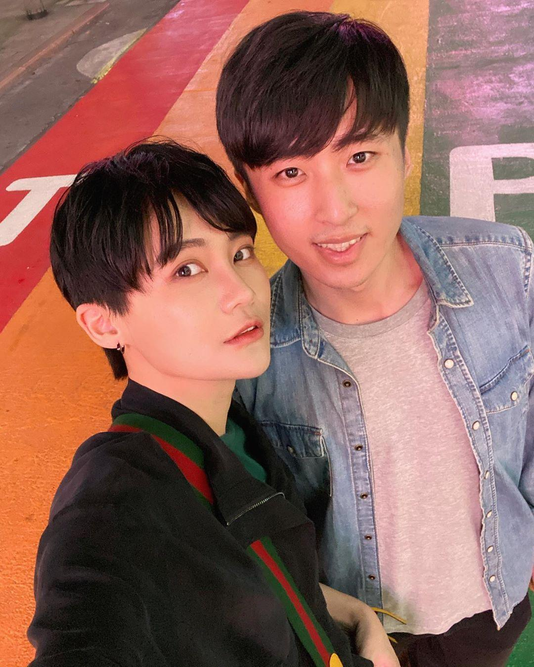 賴品妤(左)與男友曾玟學(右)的背景合照,其實早已在她的IG上曝光過。(翻攝自賴品妤IG)