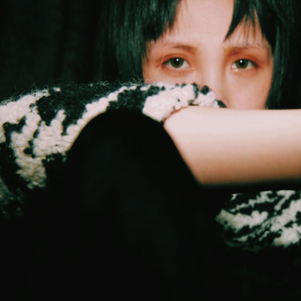 魏如萱(娃娃)上一張專輯《末路狂花》已被業界視為生涯顛峰之作,此次拿出更上一層樓的作品《藏著並不等於遺忘》,讓人驚艷。(好多音樂提供)