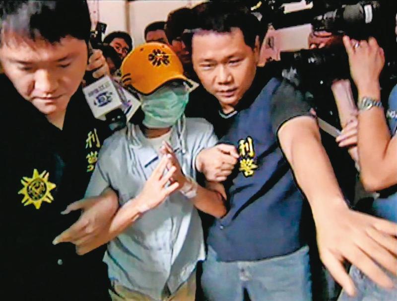 警方在吳女(中)電腦內發現預留的遺書,吳女才坦承事先就計畫殺害學生A女。(東森新聞提供)