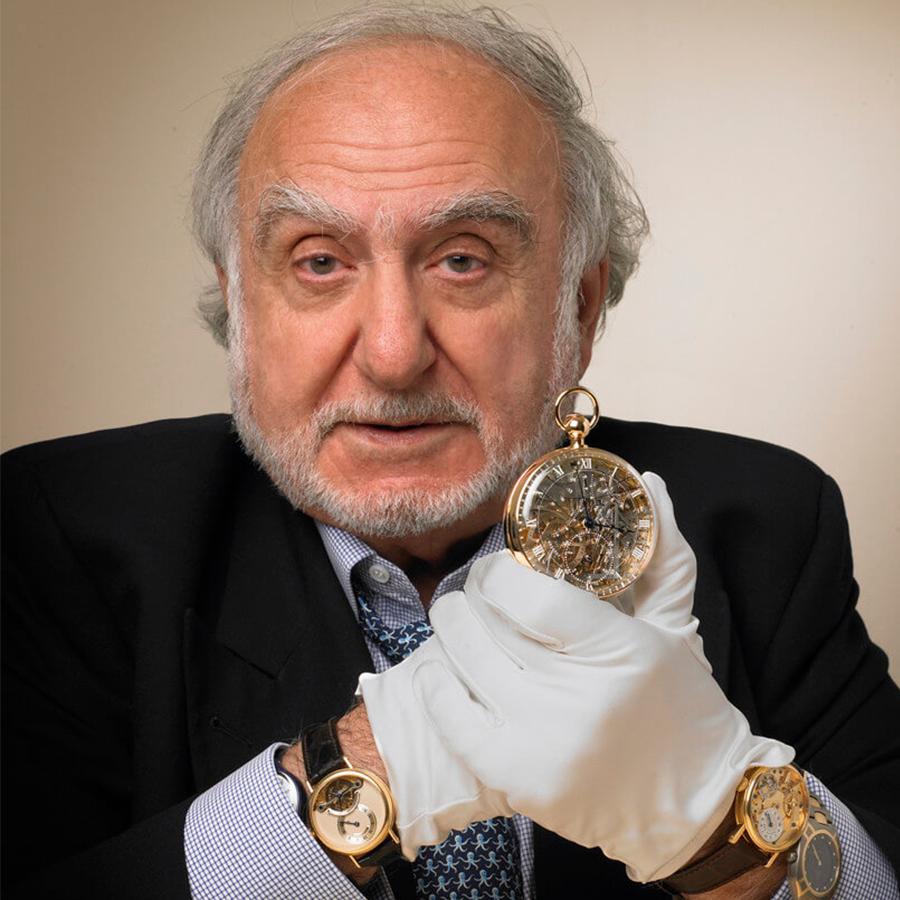 SWATCH集團的創辦人,被大家稱為老海耶克先生的Nicolas G. Hayek,是寶璣得以重獲新生的大功臣。1999年他從Investcorp的手上買下寶璣,在生產面和行銷面都投注極大心力,力求這個在他心中象徵頂級傳統製錶工藝的品牌,能再度被擦亮招牌。也因為他全心全意的力挺,如今的寶璣得以成為頂級製錶品牌的象徵。