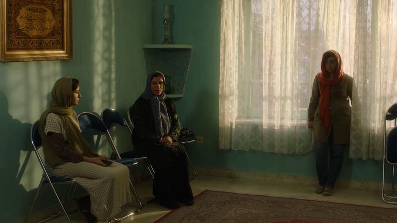 今年來自世界徵件的作品約有800部符合資格,短片《我的更衣間》描述伊朗社會隨著思想開放,親子間的對立也愈來愈嚴重。(女性影展提供)