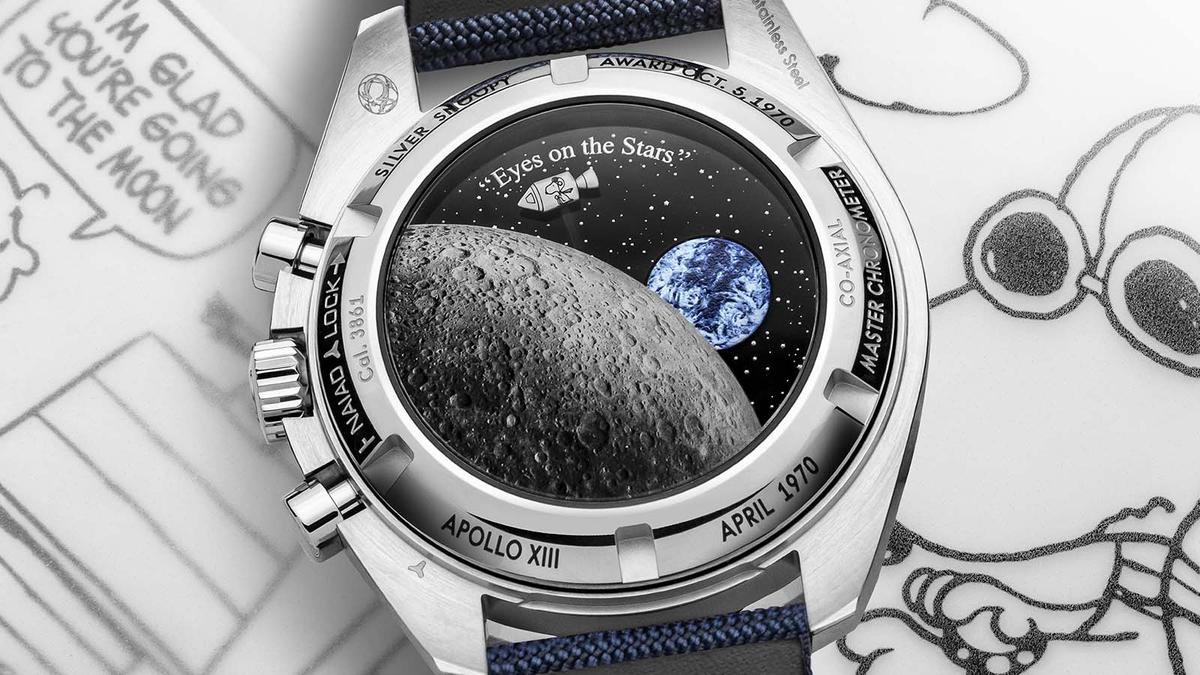 錶背的月球和地球都做得栩栩如生,藍色的地球會跟著小秒針同步一分鐘轉一圈,SNOOPY在計時功能啟動時也會跟著環繞,應該會有不少人啟動計時功能不是為了計時,而是為了看SNOOPY繞出來,這樣的本末倒置也滿浪漫的。