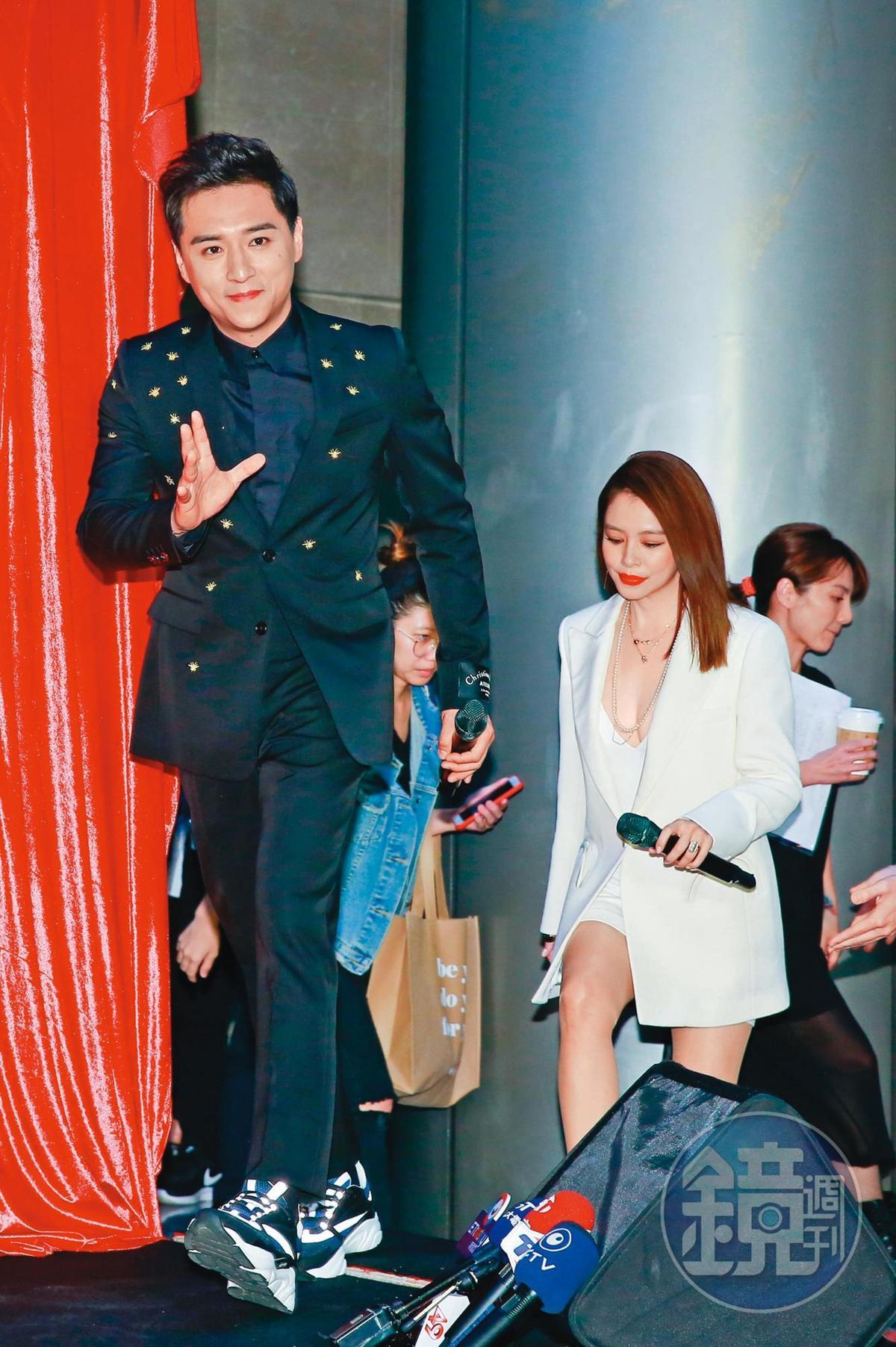 這幾年鄭人碩戲愈拍愈多,前年包括與徐若瑄(右)合演的《人面魚》在內,1年就有3部電影上映。