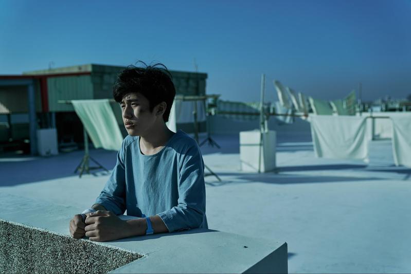 入圍金馬最佳男配角的韓國演員金玄彬未經過試鏡,但準備毫不馬虎,片中天台上的戲更被視為得獎場。(CatchPlay提供)
