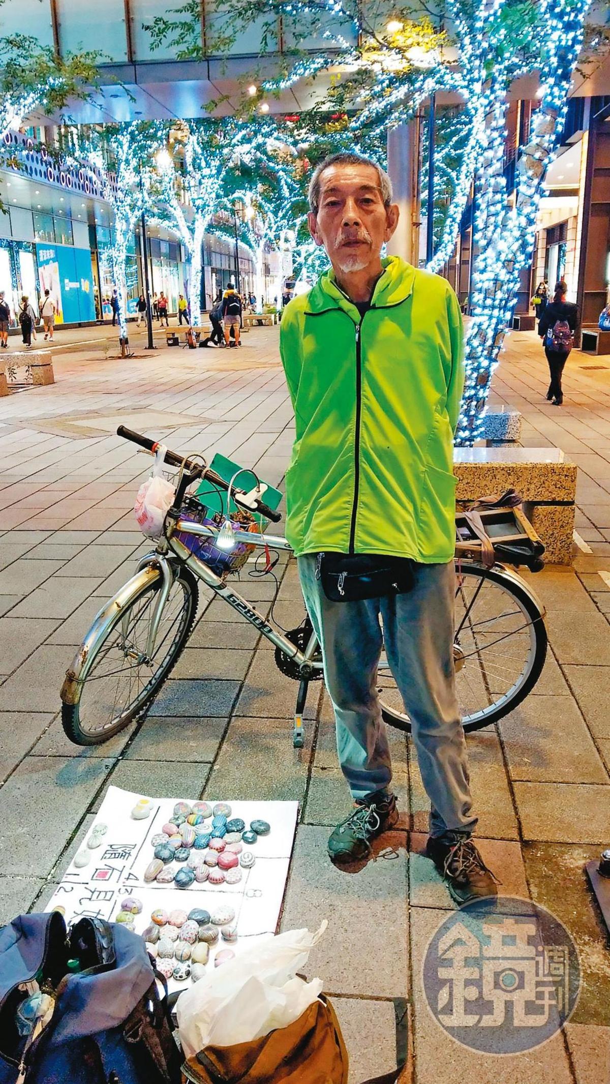 司馬中原次子吳融賁是彩繪石頭藝術家,在台北市信義區擺攤,遭黑道盯上勒索。