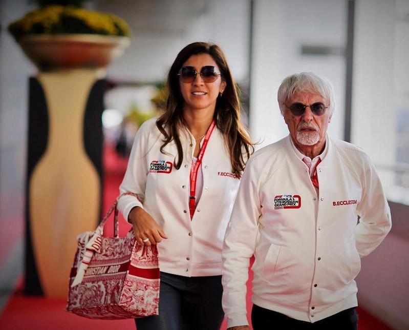 F1教父伯尼(右)89歲喜獲麟兒,他欣慰地說,自己走後兒子可以代替他陪伴妻子(左)。(翻攝自fabianaecclestone IG)