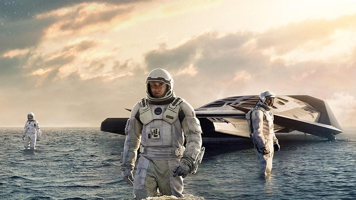 《星際效應》吸引馬修麥康納、安海瑟薇等大咖演出,內容提到許多艱澀的像是銀河宇宙、蟲洞等概念,也是諾蘭其中一部經典作品。(華納提供)