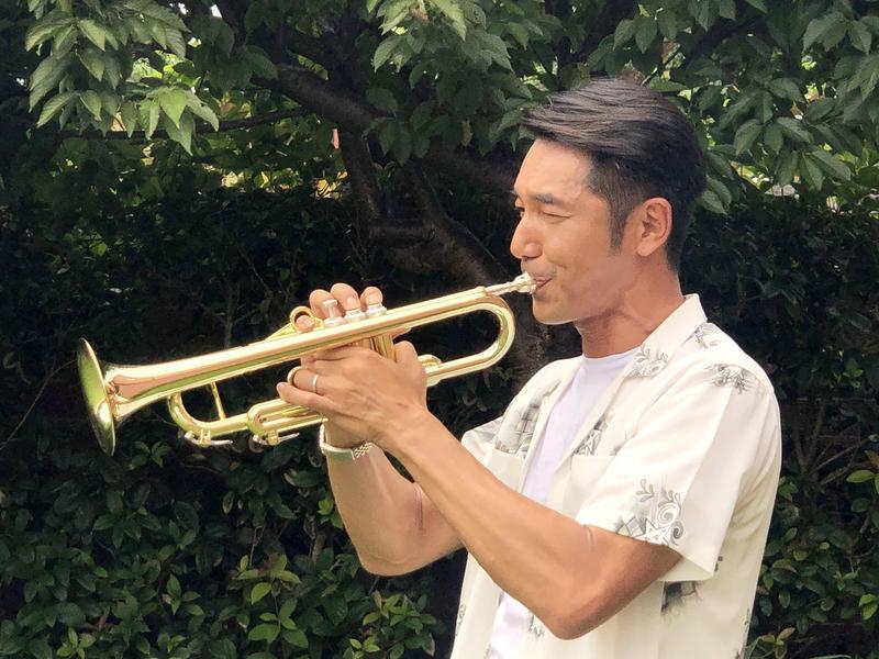 李李仁學吹小喇叭,滿嘴生出皰疹。(東森提供)
