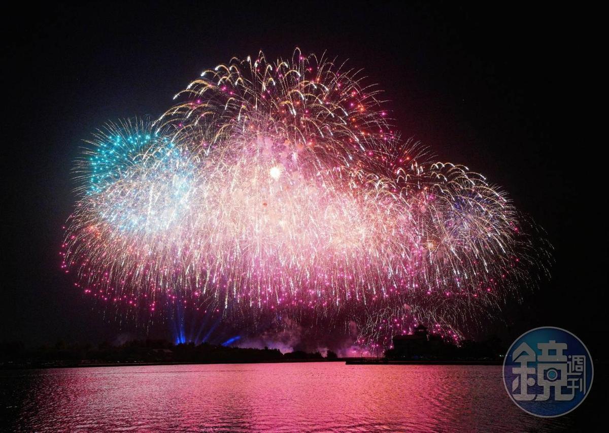 台南市安平區漁光島今晚國慶煙火加碼1萬發。