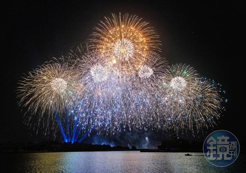 台南市安平區漁光島為歡慶國慶,晚間8點施放2020國慶煙火。