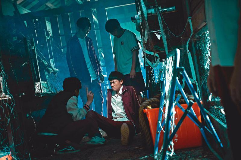 柯貞年編導的首部電影《無聲》由劉子銓(前排右)、金玄彬(前排左)主演,揭開特教學校的祕密,在今年金馬獎獲8項提名。(CatchPlay提供)