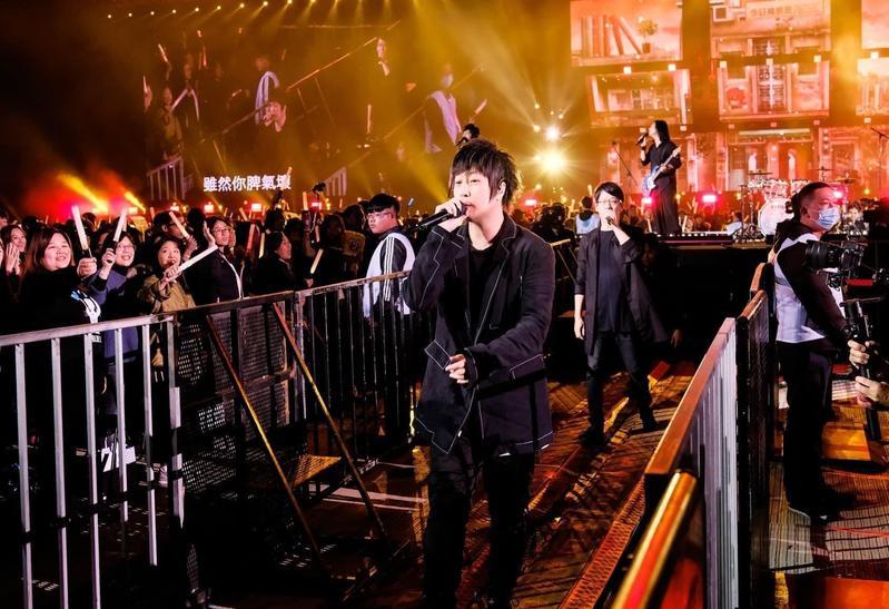 五月天每回辦演唱會總吸引許多五迷搶票。(五月天臉書)