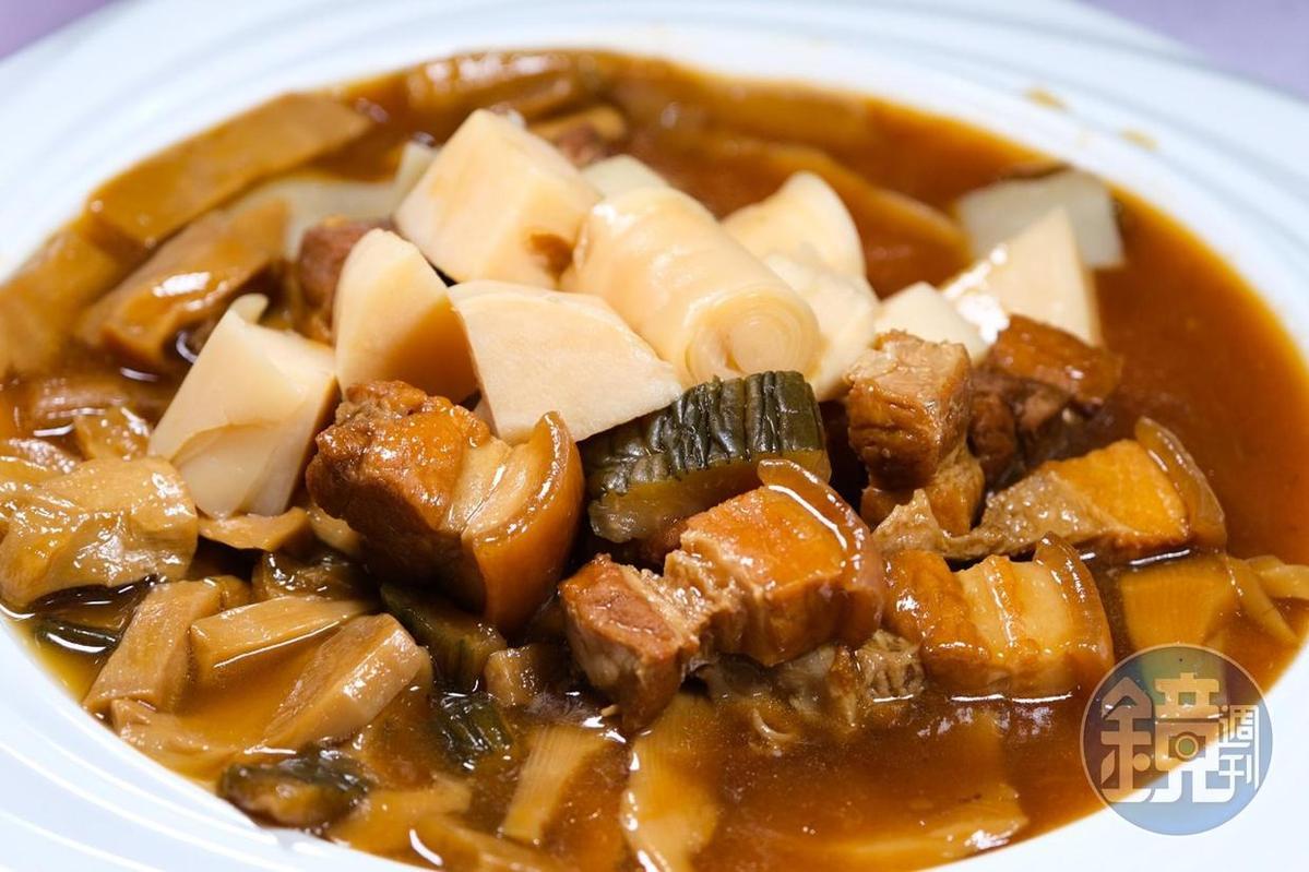 十分下飯的「蔭瓜脆筍五花肉」,有著令人懷念的滋味。(2,500元桌菜菜色)