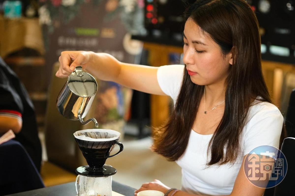 「初階咖啡體驗」遊客可自己手沖3款咖啡。