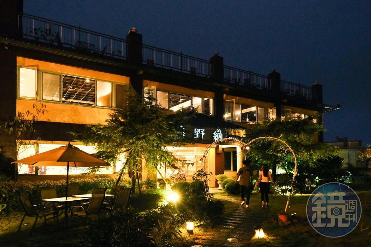 古坑「維野納複合式親子餐廳」不僅有美食、還能欣賞夜景。