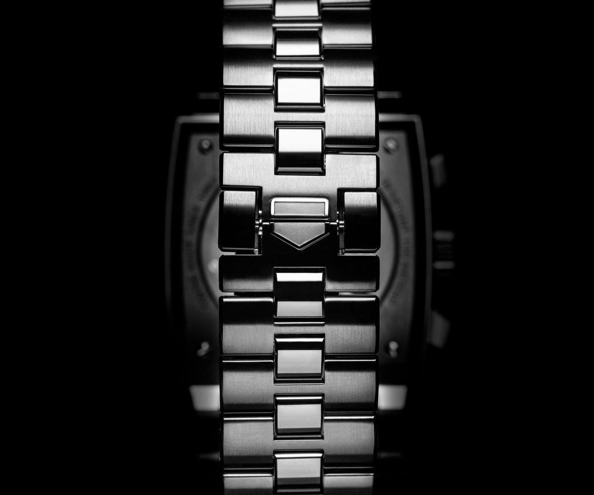 全新設計的Monaco系列錶鏈,是以1970年代的H造型為靈感而來。