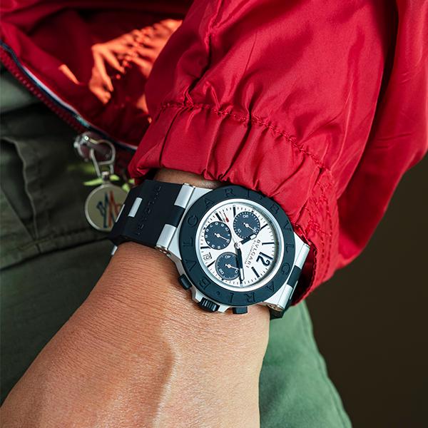 萬年不敗的黑白配色、輕量化的訴求,加上基本款低於台幣十萬元的價位,可依稀看出寶格麗想藉由Aluminium瞄準年輕市場、主攻入門運動錶的目標。