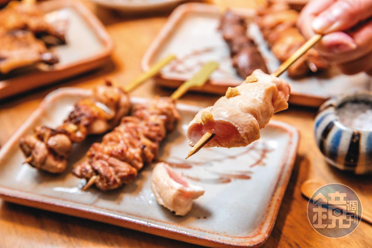 台北鳥喜招牌「山葵里肌」只烤到半熟狀態,選用口感紮實的岩生馥桂雞。(115元/串)