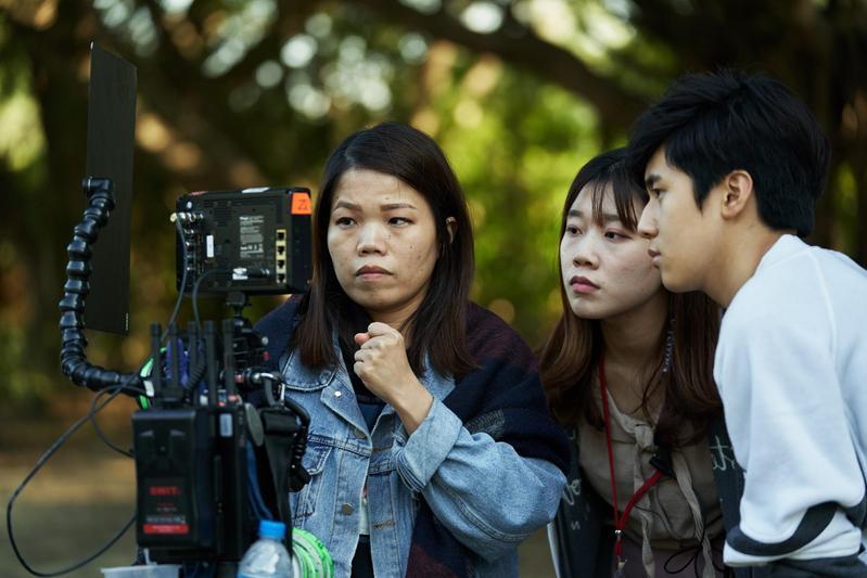 導演柯貞年(左)說,金玄彬(右)私底下非常天真、也愛玩。(CatchPlay提供)
