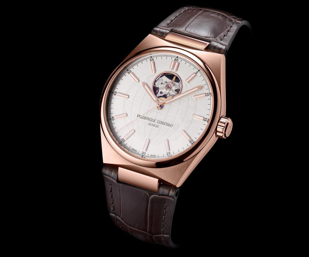 Highlife雋雅心跳腕錶,玫瑰包金款式,搭配褐色牛皮錶帶,建議售價NT$69,800。