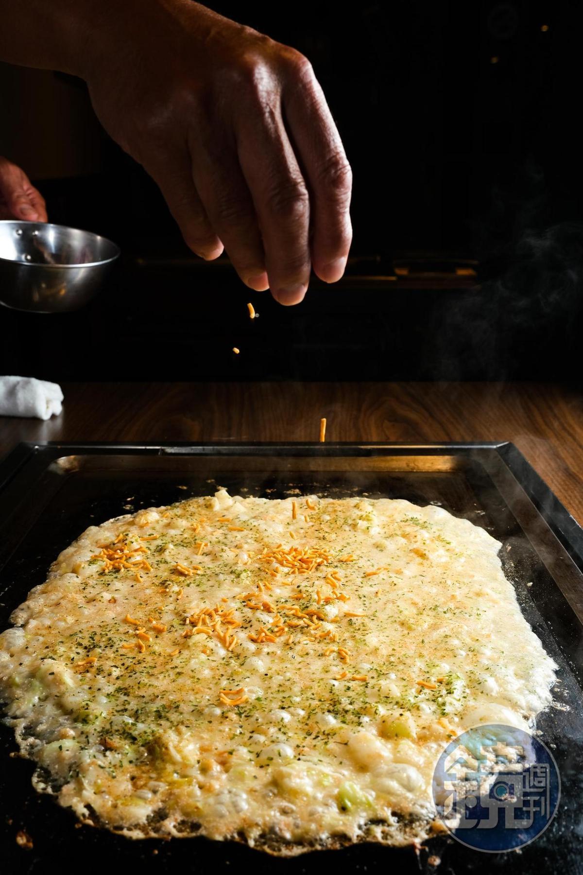 還可依喜好加點配料,例如「模範生點心餅」增添脆感和醬油香,很有傳統駄菓子店風格。(30元/份)