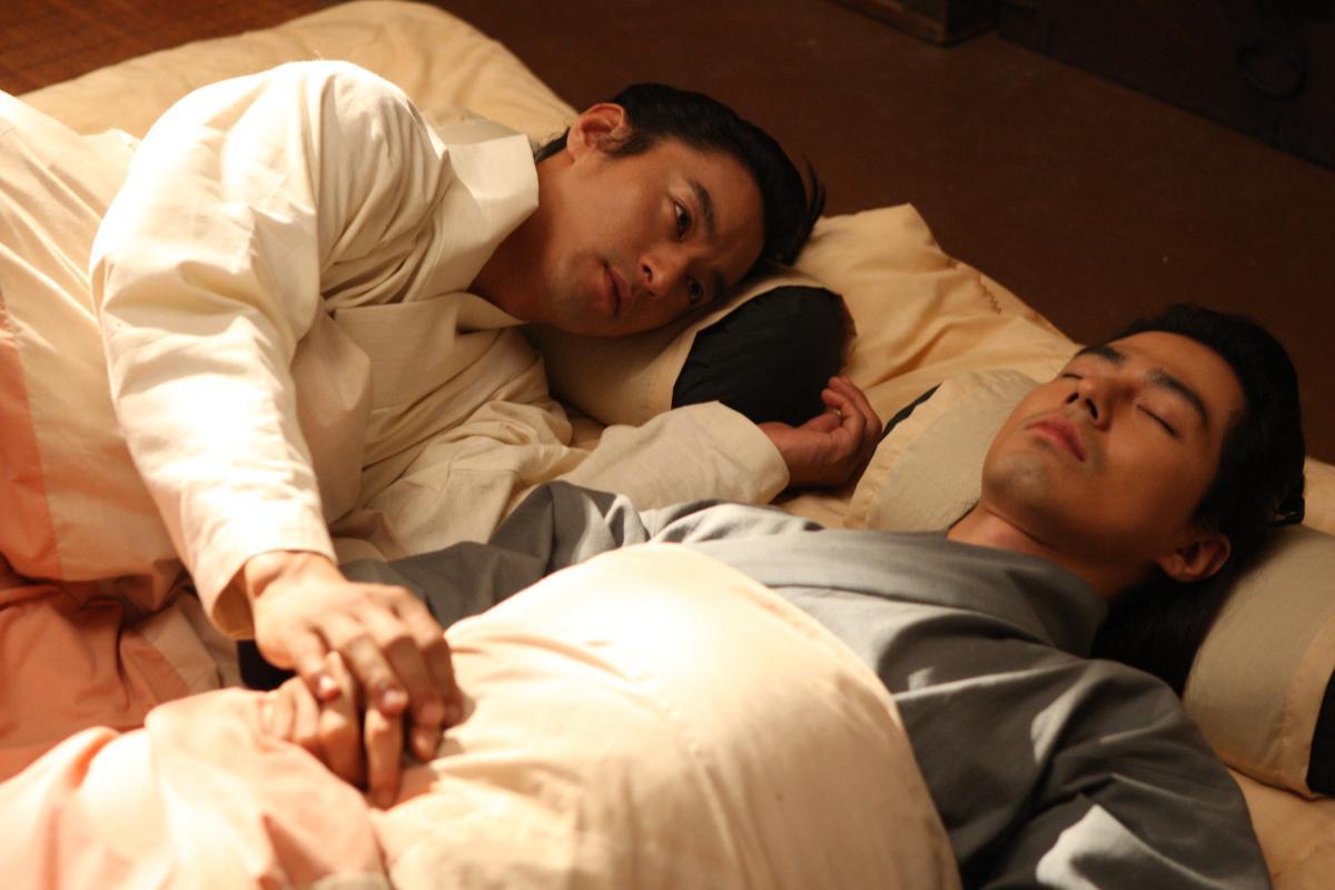朱鎮模與趙寅成兩大男神在《霜花店:朕的男人》禁忌相愛。(可樂電影提供)
