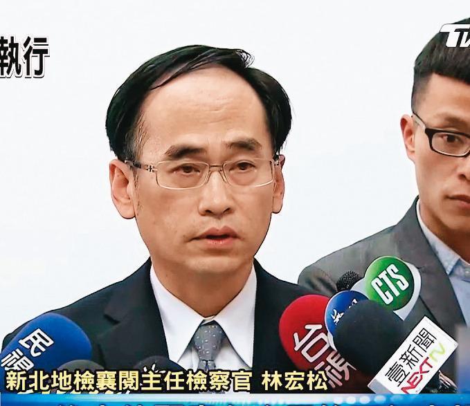 檢察官林宏松聞到卷宗傳出茉莉香味,詳細閱卷後,決定重啟調查。(翻攝TVBS新聞)