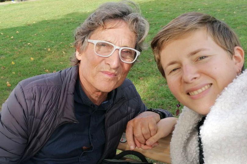 茱莉亞(右)與伯恩(左)一見鍾情,家人與身邊的朋友都很支持。(翻攝自Caters News Agency)