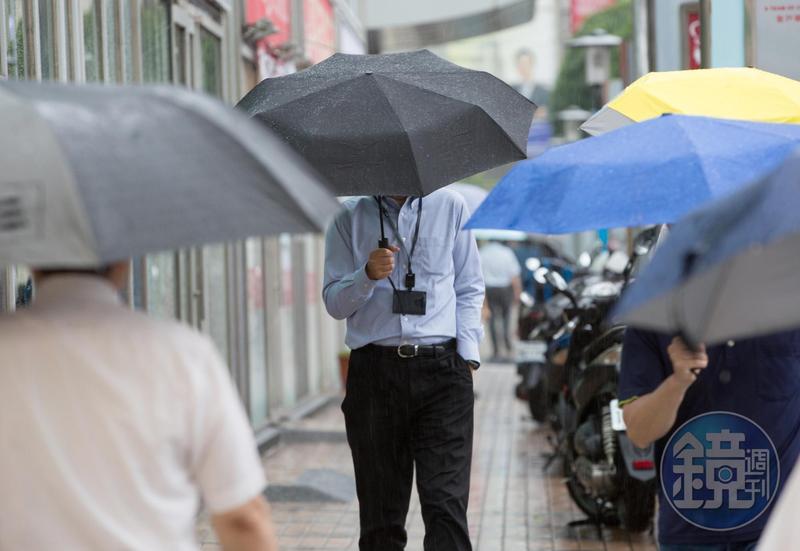 中央氣象局(18日)發布北北基、宜蘭地區大雨特報,要到週五、六水氣將減少,天氣好轉。(示意圖,本刊資料照)