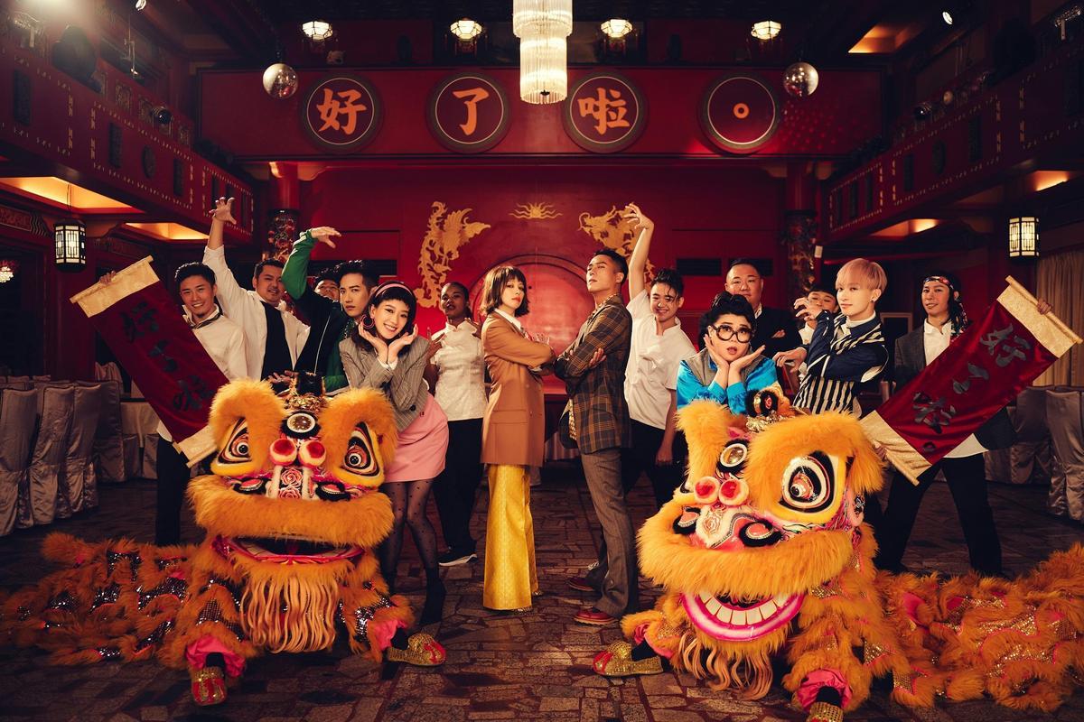 金鐘視帝莊凱勛義氣相挺,在MV中獻出鏡頭前的第一支舞,對於自己在戲中被甩的橋段,他笑說「就算被Vivian甩掉也覺得很幸福」。(索尼音樂提供)