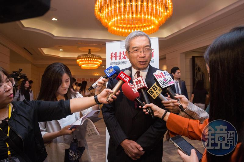 謝金河昨於臉書po文分析,近期央行總裁楊金龍對外釋出的2個訊號。(本刊資料照)