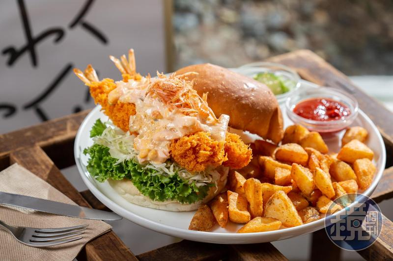 大蝦小蝦組合成的「明太子塔塔炸蝦堡」混搭飄海味。(270元/份)