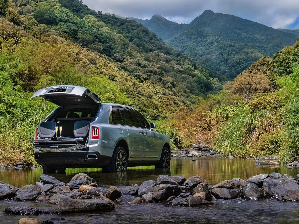 Rolls-Royce  Cullinan 可以陪伴著客戶去任何的秘境,這一次卻是可以帶著家人一起享受最完美的天倫之樂。