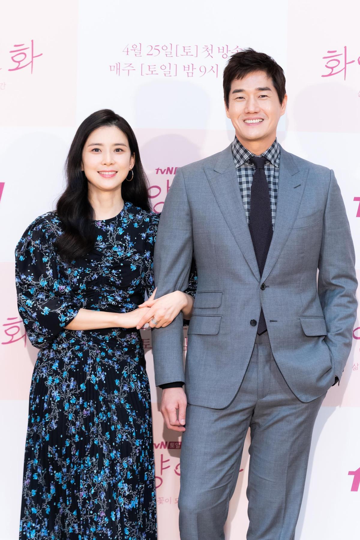 劉智泰(右)身材保持得非常好,謙稱配合角色做形象管理是演員的基本。(中天電視台提供)